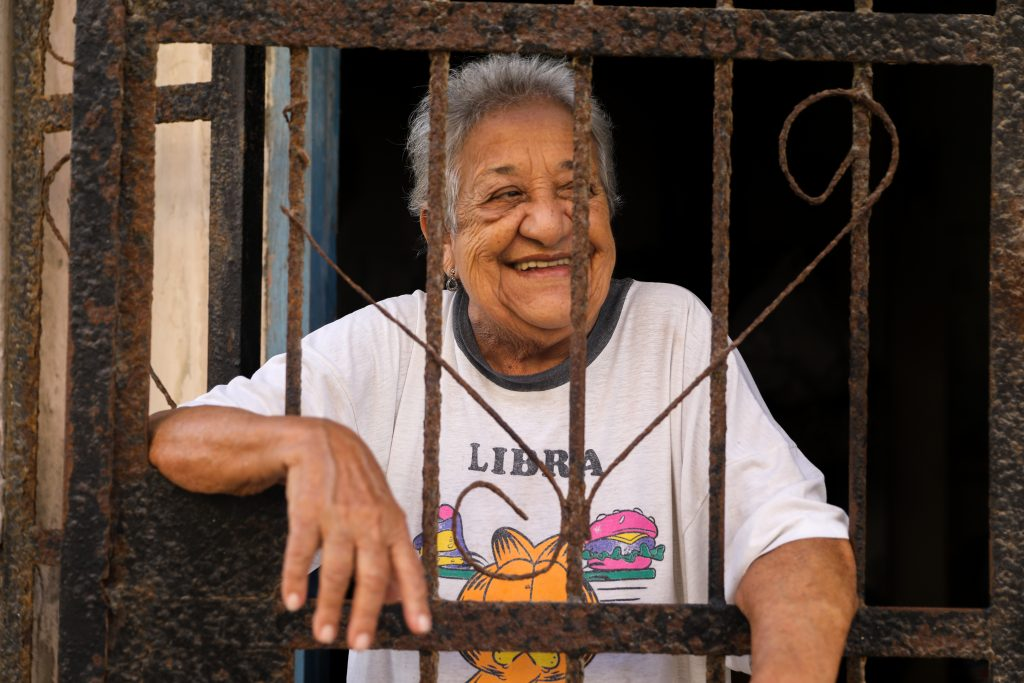 A portrait of a woman in Central Havana. Luke Galati Photography in Habana Cuba 2017