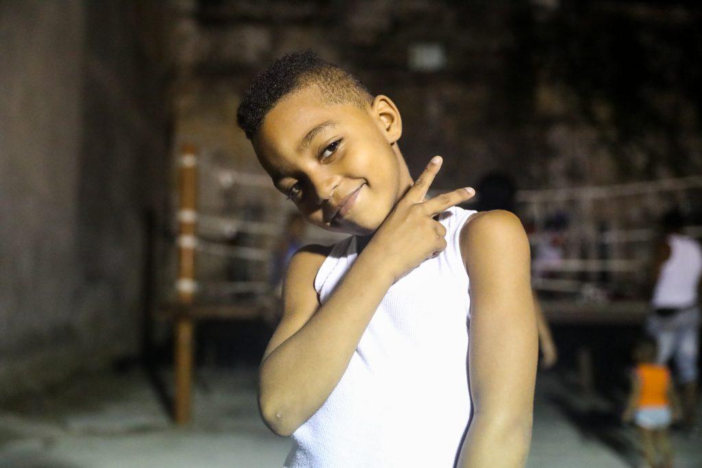 Chucking up the deuces at Gimnasio de Boxeo, Centro Habana. Luke Galati in Cental Havana, Cuba, 2017